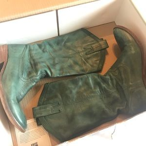 Frye Carson pull-on Jade boot (rare color)